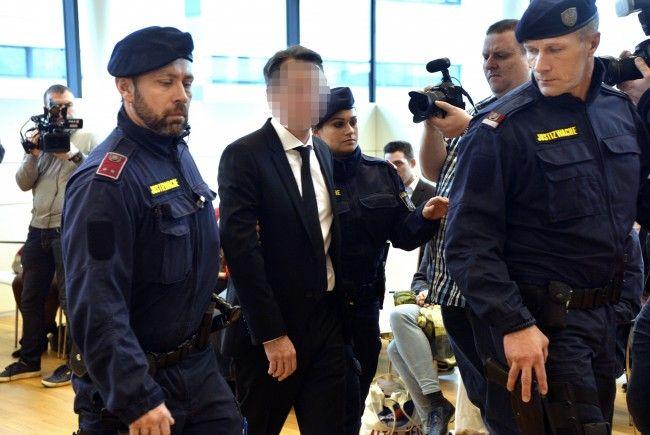 Der Wiener Banker beim Prozess in Wien - seine Ex-Frau war als Zeugin geladen