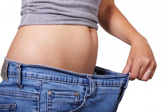 Bis zu sechs Kilo pro Monat soll man durch den täglichen Löffel Honig verlieren.