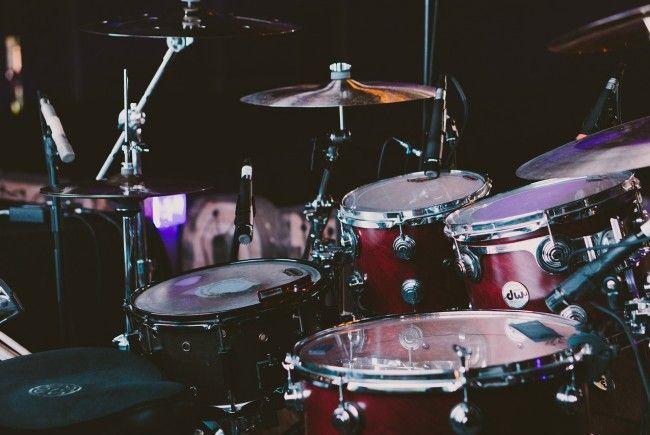 Ein Betrüger gab sich als Nickelback-Drummer aus und wollte ein Schlagzeug bestellen.