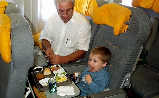 Die meisten Airlines bieten spezielle Preiskategorien für Kinder an.