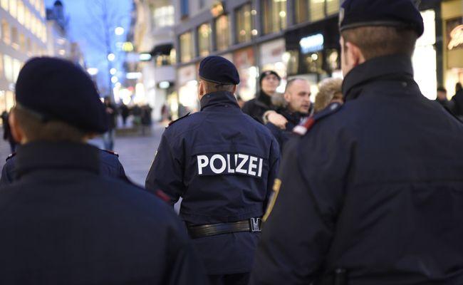 """Hammer-Attacke nach Rauferei im """"A Danceclub"""": Fahndung nach Trio"""