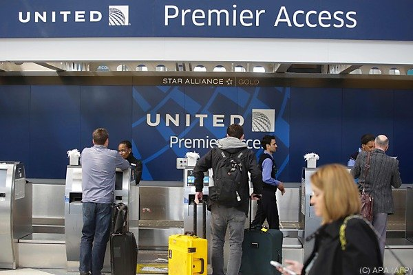 """United Airlines sprechen von """"Systemversagen auf vielen Ebenen"""""""