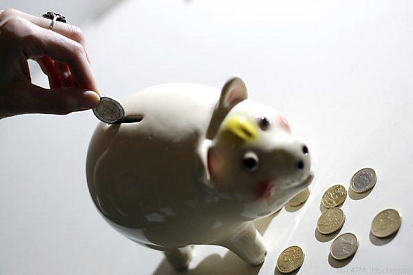 Trotz der niedrigen Zinsen wird gespart