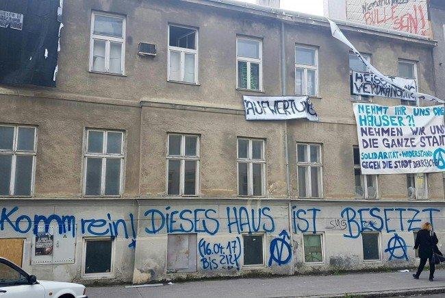 Das besetzte Haus in der Kienmayergasse soll am Mittwoch von der Polizei geräumt werden.