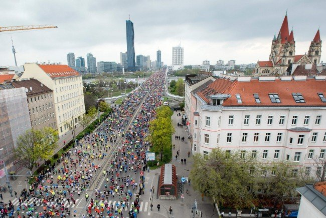 Am Vortag des Vienna City Marathons wird zur Carbo Loading Party geladen.