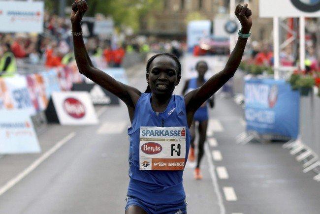 Nancy Kiprop gewinnt den Vienna City Marathon 2017.
