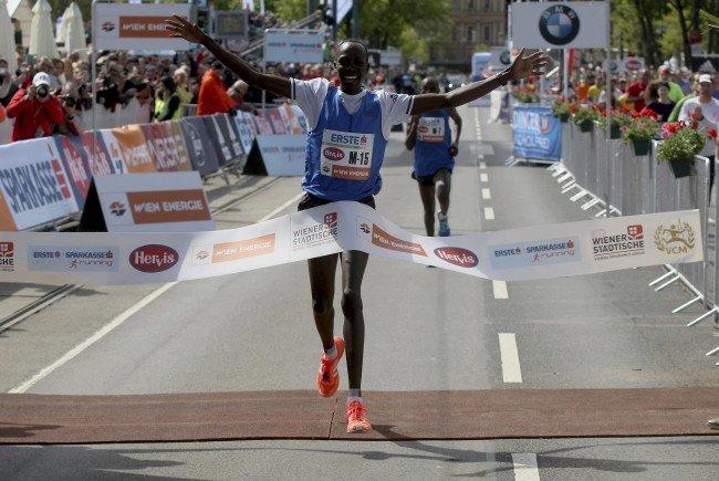 Albert Korir gewinnt den Vienna City Marathon 2017.