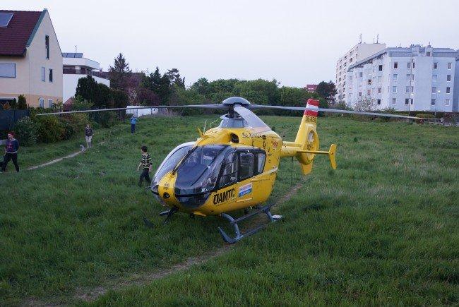 Ein Notarzthubschrauber landete in Wien-Donaustadt.