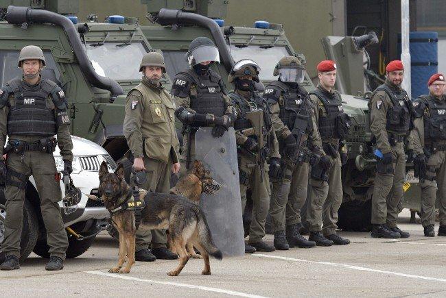 Knapp 300 Jihadisten stehen in Österreich unter Beobachtung (Bild: Einsatzkräfte bei der AEGIS 16-Übung)