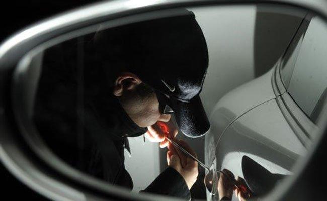 Der Pkw-Einbrecher wurde in flagranti erwischt