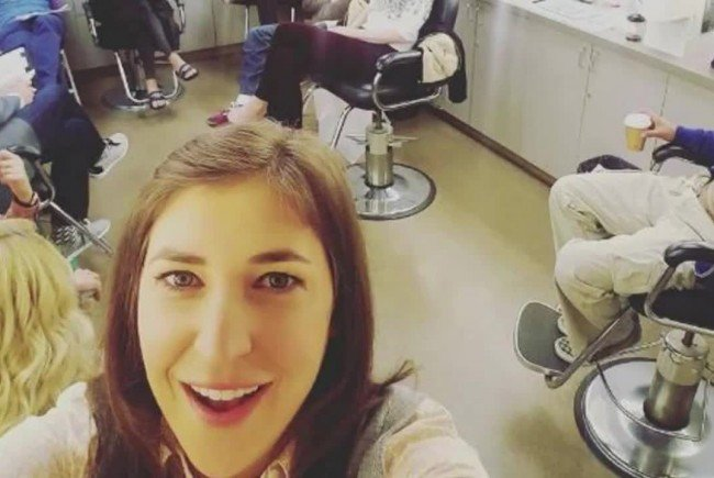 Mayim Bialik hat ein Taletn für Selfies.