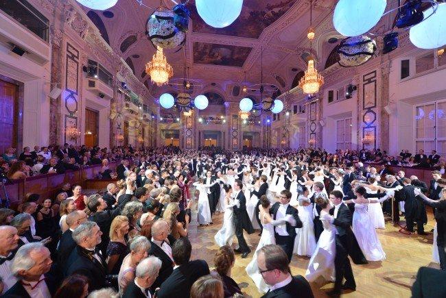 Tanzen Sie in der Hofburg in das neue Jahr.