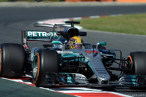 Mercedes gibt in Barcelona den Ton an