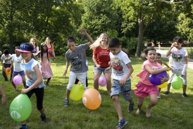 Kinder zwischen 6 und 13 Jahren bekommen in Wiens Parks kostenlose Unterhaltung.