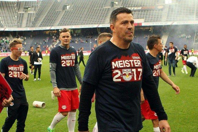 Salzburg-Trainer Oscar Garcia freut sich über den Meistertitel.