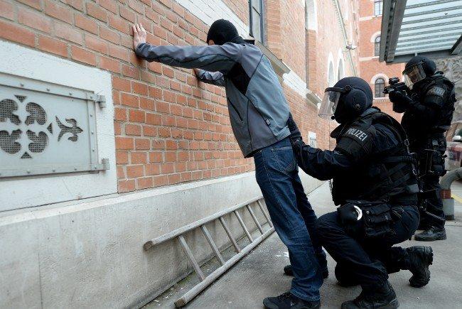 Die Polizei ermittelt nach dem Schussattentat in Wien-Favoriten auf Hochtouren.