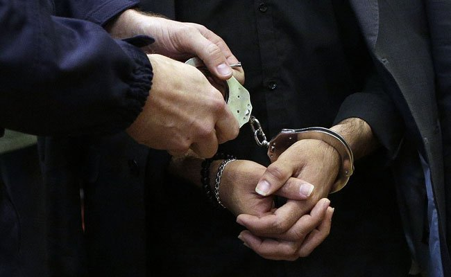 Für den gesuchten Mann klickten die Handschellen