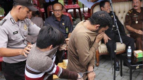Schwules Paar in Indonesien wurde öffentlich ausgepeitscht