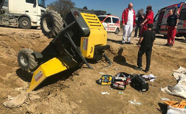 Bei Bagger-Unfällen wurde am Donnerstag zwei Arbeiter schwer verletzt
