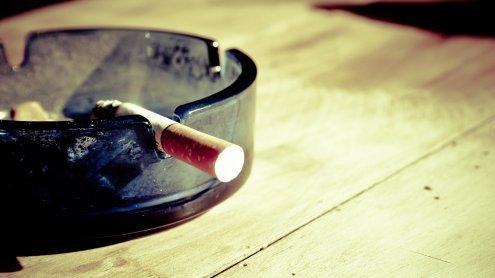 Streit um Zigaretten eskaliert:22-Jähriger mit Messer verletzt