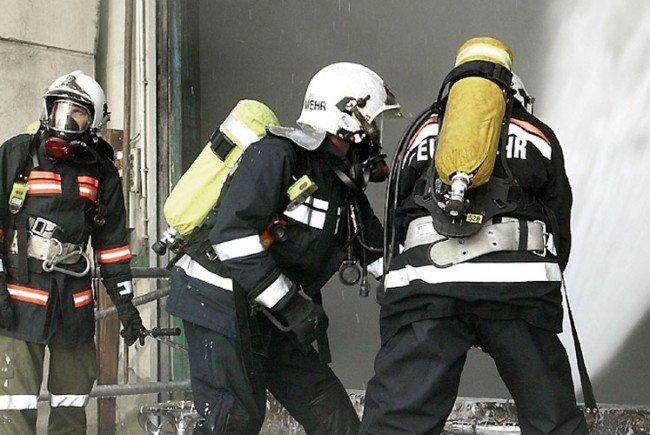 Die Feuerwehr rückte mit fünf Fahrzeugen und 24 Einsatzkräften aus.
