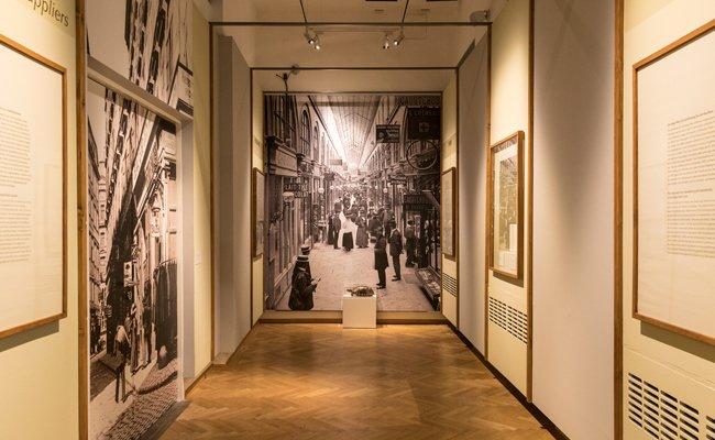 Die Ausstellung zeigt die Geschichte der Wiener Kaufhauskultur.
