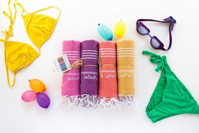 Superleicht, klein, schnelltrocknend und praktisch: Die farbenfrohen LeStoff-Tücher