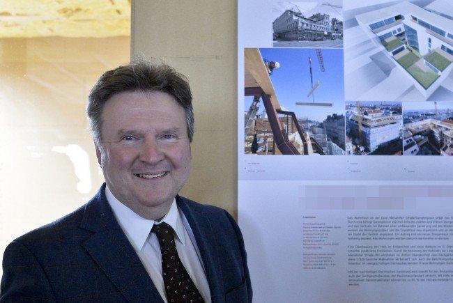 Wohnbaustadtrat Michael Ludwig (SPÖ) feiert mit den Gästen 60 Jahre Matzleinsdorfer Wohnhochhaus