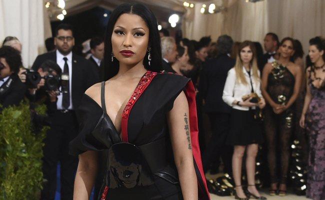 US-Rapperin Nicki Minaj hat in einer Twitter-Aktion angekündigt, mehreren Studenten ihre Studiengebühren zu bezahlen.