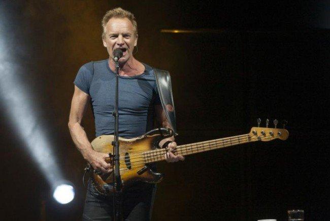 Sting spielt live in Wien auf.