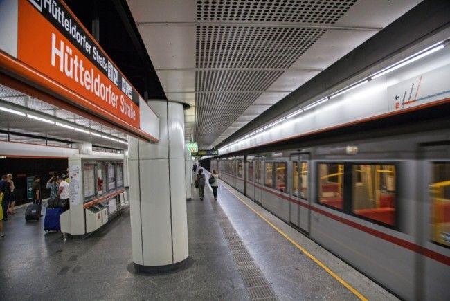 In der U3-Station Hütteldorfer Straße stürzte eine 91-Jährige auf die Gleise.