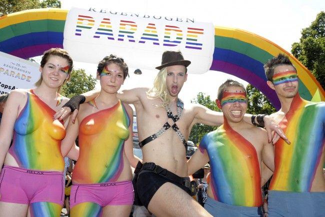 Zur Regenbogenparade wird wieder kunterbunt über den Ring flaniert