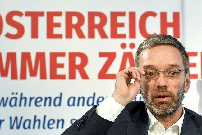 """Kickl ortet eine """"Nabelschau für eigenen Machterhalt"""" der SPÖ."""