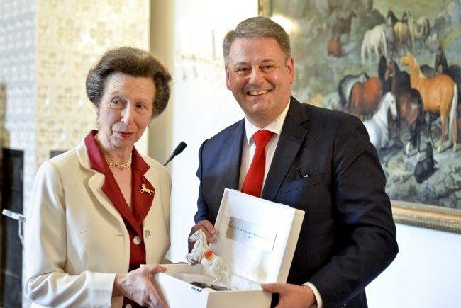 Rupprechter übergab die Auszeichnung an Großbritanniens Prinzessin Anne.