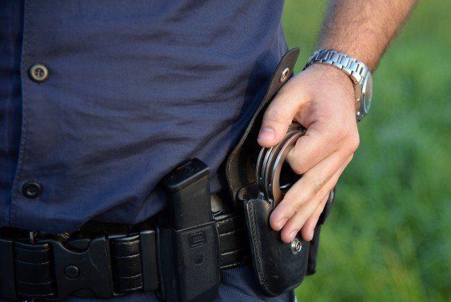 In Wien-Simmering wurden am Freitag drei Polizisten verletzt.