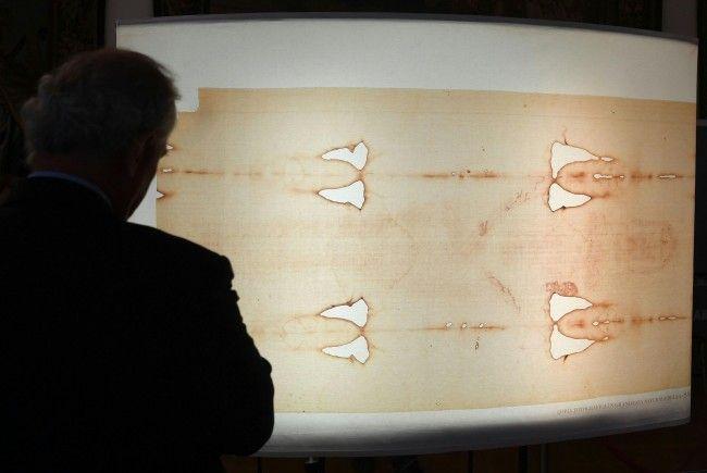 """Die Ausstellung """"Wer ist der Mann auf dem Tuch?"""" wird derzeit in Wien gezeit."""