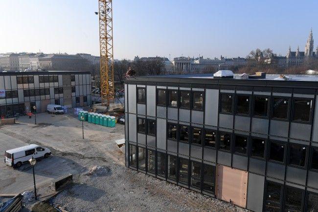 Die Büropavillons als Ausweichquartier für die Zeit des Parlamentsumbaus am Wiener Heldenplatz