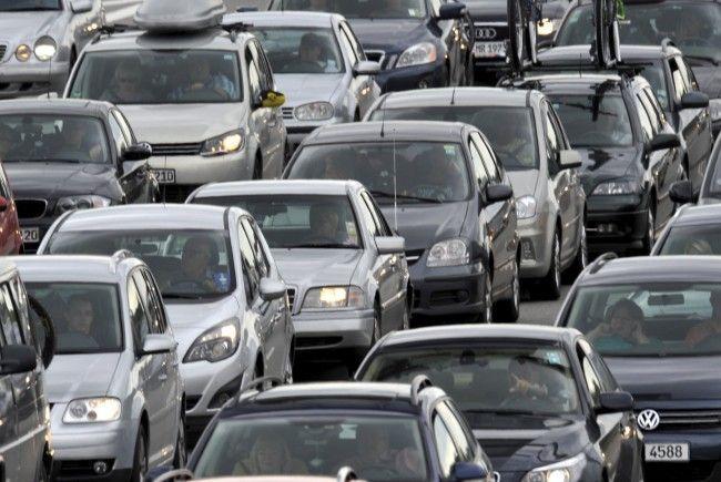 Es kommt zu kilometerlangem Stau nach einem Unfall auf der A23.