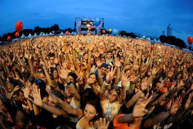 800.000 Menschen wurden am Freitag beim 34. Wiener Donauinselfest gezählt.