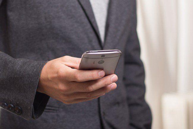 Warnung: Kriminelle geben sich am Telefon als Finanzamtsmitarbeiter aus