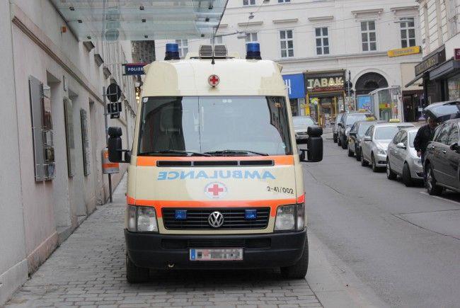 Ein 34-Jähriger wurde bei einem Verladevorgang in Wien-Donaustadt schwer verletzt.