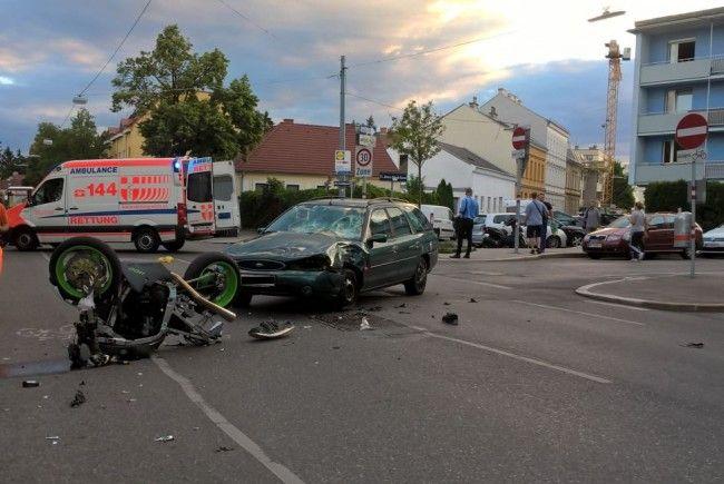 Der Motorradfahrer zog sich bei dem Unfall zahlreiche Verletzungen zu.