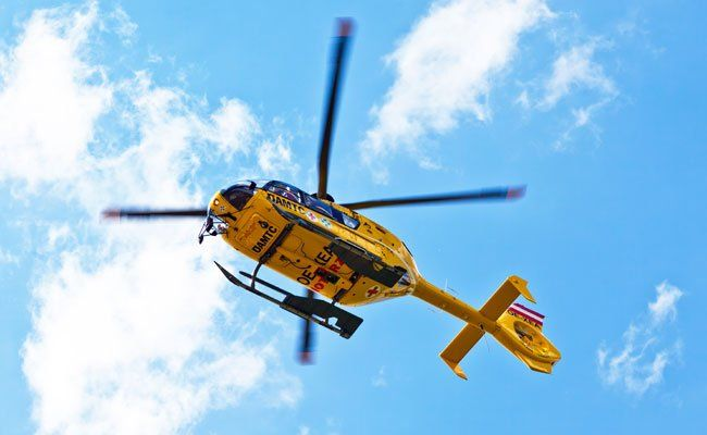 Ein Notarzthubschrauber flog einige Unfallopfer ins Krankenhaus