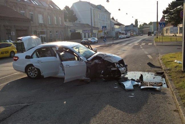 Bei dem Unfall in Wien-Donaustadt wurden zwei Personen verletzt.
