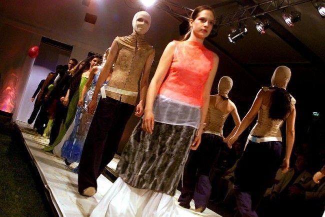 Junge Mode-Designer prädentieren der Öffentlichkeit in Wien ihr Können.