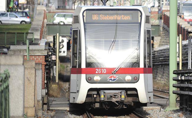 In der U6-Station Am Schöpfwerk wurde ein Mann von einem Unbekannten attackiert.