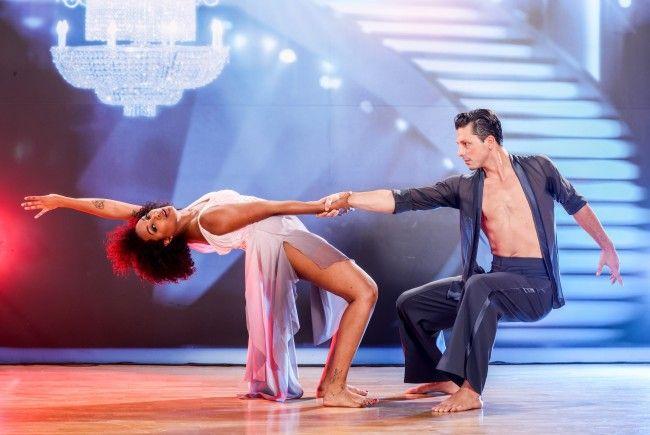 """Drei Teams tanzen noch um den Titel im """"Dancing Stars""""-Finale."""