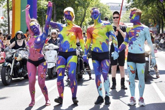 Die Regenbogenparade zieht durch Wien.