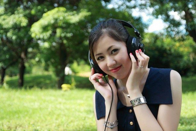 Filmgenuss mit Kopfhörern wartet beim Silent Cinema am Uni-Campus
