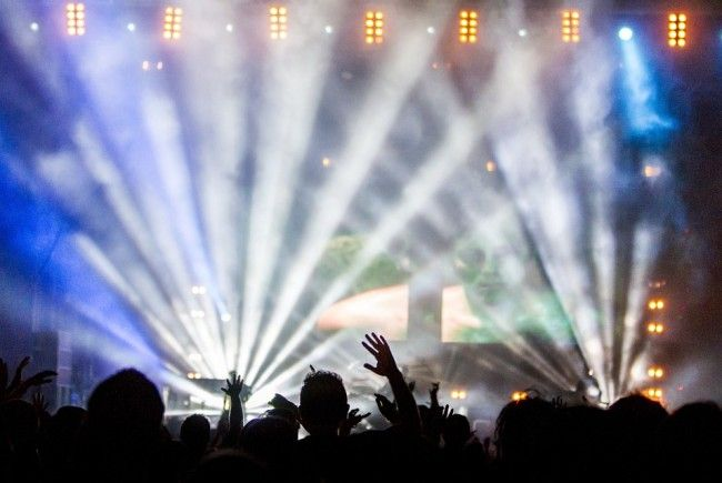 300 Personen nahmen an der Rave Party teil.